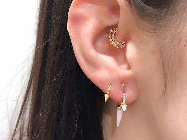 earlobe piercing pain