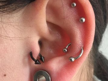 snug and tragus piercing