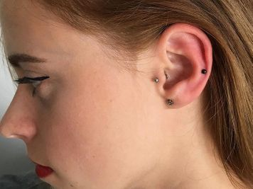 stud auricle ear piercing